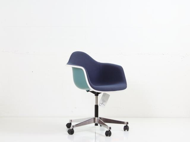 vitra fachh ndler koton. Black Bedroom Furniture Sets. Home Design Ideas